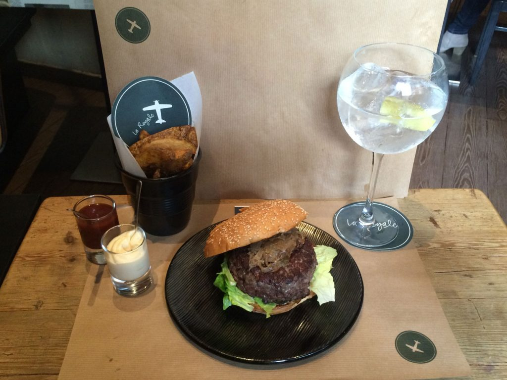 Hamburger gourmet e G&T a La Royale di Barcellona