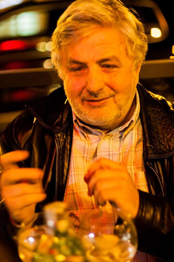 Franco Gasparri, intento a descriverci le qualità del Tanqueray