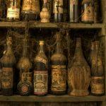 """Alcol, vintage e collezionismo: la riscoperta del passato con """"antiche bottiglie"""""""