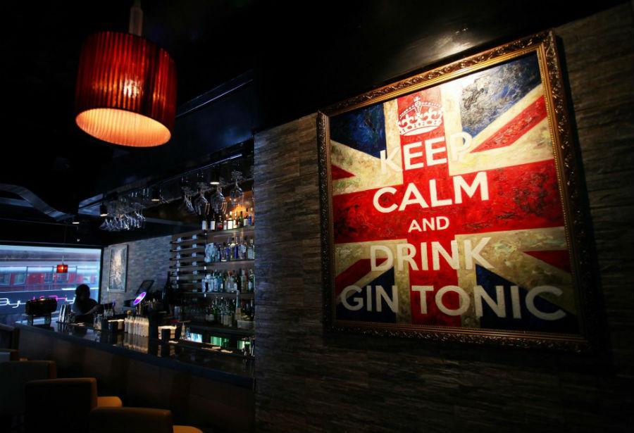 Al G&T Cocktail Bar di Hong Kong, è molto chiaro il principale consumo del locale