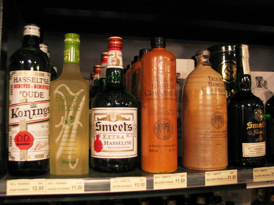 L'origine del Gin è da ricercarsi nel Jenever, distillato olandese