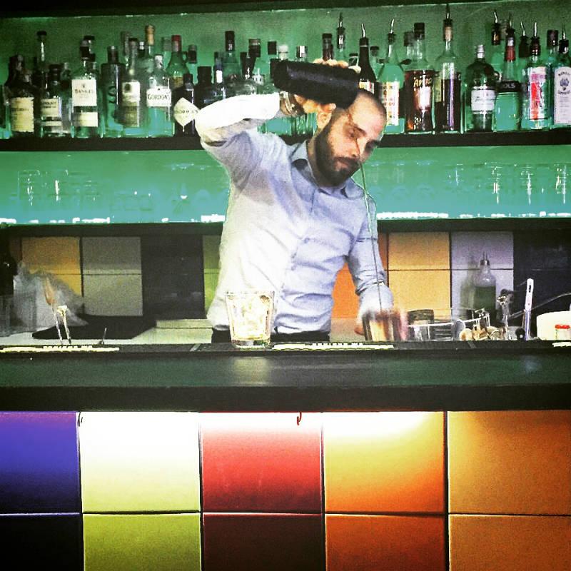 Paolo Cesino dietro al bancone