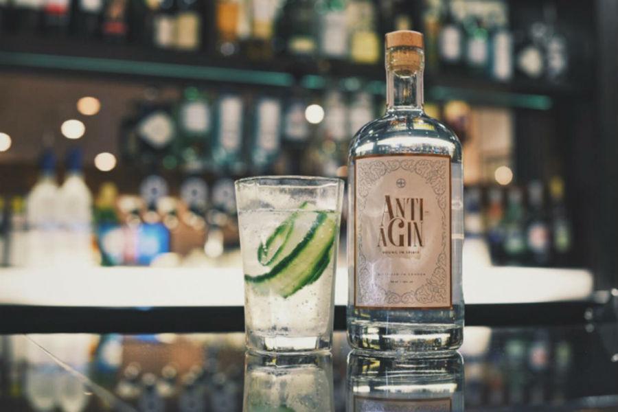 La bottiglia di Anti-Agin in uno scatto promozionale
