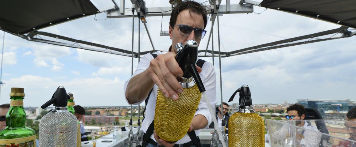 Amaro Montenegro, Boodles Gin e bere cocktail volando