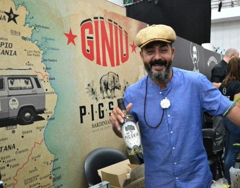 Sard Wonder & Pig Skin Gin