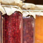 Come utilizzare la frutta di stagione per fare le infusioni nel gin